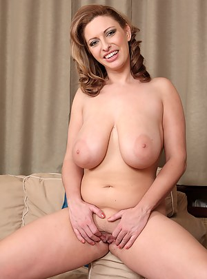 Free MILF Nipples Porn Pictures