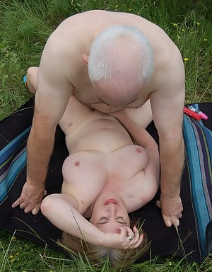 Free MILF Missionary Porn Pictures