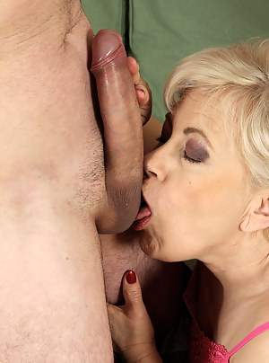 Free MILF Ball Licking Porn Pictures