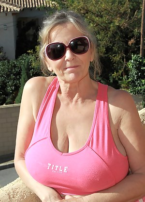 Free MILF T-Shirt Porn Pictures