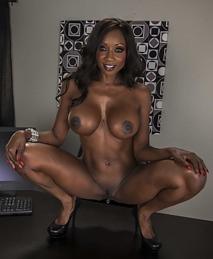 Free Black MILF Big Tits Porn Pictures