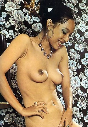 Free Perky Tits MILF Porn Pictures