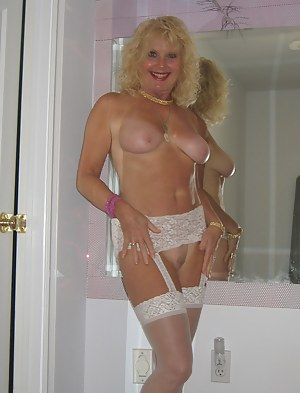 Free MILF Girlfriend Porn Pictures