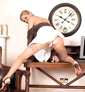 Free MILF Solo Porn Pictures